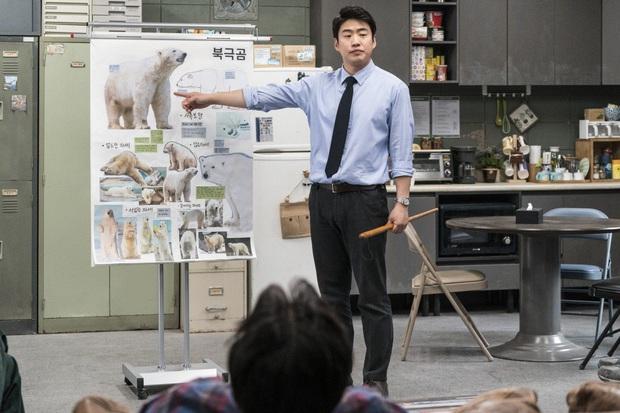 Review Sở Thú Thoát Ế: Mang theo bình oxy đề phòng cười nín thở, kịch bản đúng dị chỉ người Hàn mới nghĩ ra! - Ảnh 9.