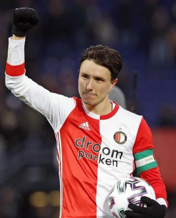 Không thi đấu một phút nào trong thất bại của SC Heerenveen, Văn Hậu vẫn nhận được quà Valentine đặc biệt từ tuyển thủ Quốc gia Hà Lan - Ảnh 2.