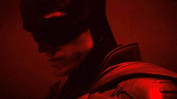 The Batman Robert Pattinson lộ hàng ngay sáng Valentine, netizen lập tức cà khịa: Độ béo của con dơi tỉ lệ thuận theo thâm niên à? - Ảnh 2.