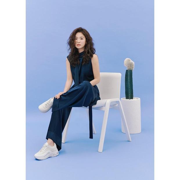 Trời ơi Song Hye Kyo khoe ảnh mới với mái tóc xù, visual thăng cấp 100 lần bạn đã biết chưa? - Ảnh 10.