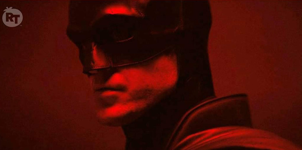 The Batman Robert Pattinson lộ hàng ngay sáng Valentine, netizen lập tức cà khịa: Độ béo của con dơi tỉ lệ thuận theo thâm niên à? - Ảnh 3.