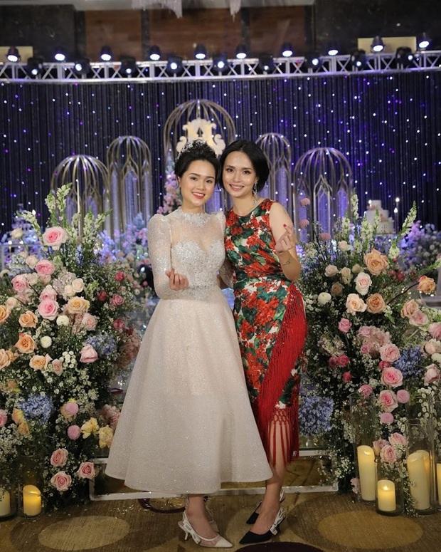 Chị em Huyền My - Quỳnh Anh giờ mới khoe ảnh chụp chung trong đám cưới: Đọ dáng thì ai hơn ai nè?