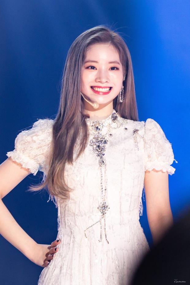 """Không phải BTS hay Red Velvet, """"center quốc dân"""" Kang Daniel và """"nữ thần thế hệ mới"""" Tzuyu (TWICE) mới là idol mà các fan Kpop ao ước được tặng socola vào ngày Valentine - Ảnh 9."""
