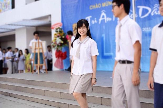 Loạt ảnh thời đi học của dàn hotgirl Việt đình đám: Hoá ra ai cũng có một thời trông quê quê, xấu xấu... dậy thì rồi mới lột xác đỉnh cao - Ảnh 9.