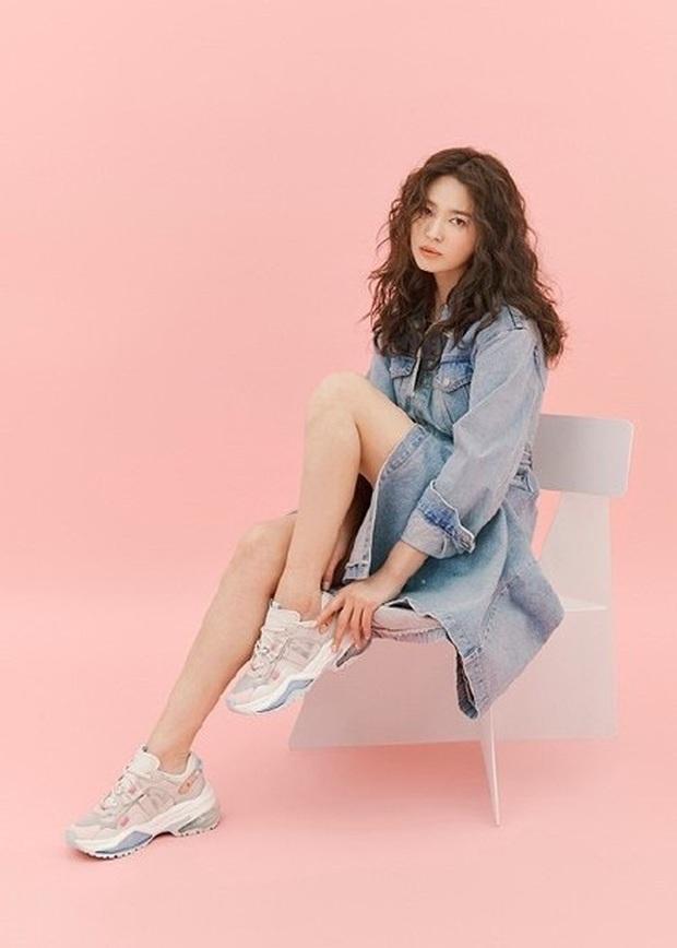 Trời ơi Song Hye Kyo khoe ảnh mới với mái tóc xù, visual thăng cấp 100 lần bạn đã biết chưa? - Ảnh 3.