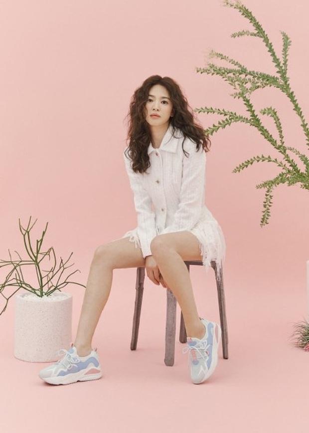 Trời ơi Song Hye Kyo khoe ảnh mới với mái tóc xù, visual thăng cấp 100 lần bạn đã biết chưa? - Ảnh 4.