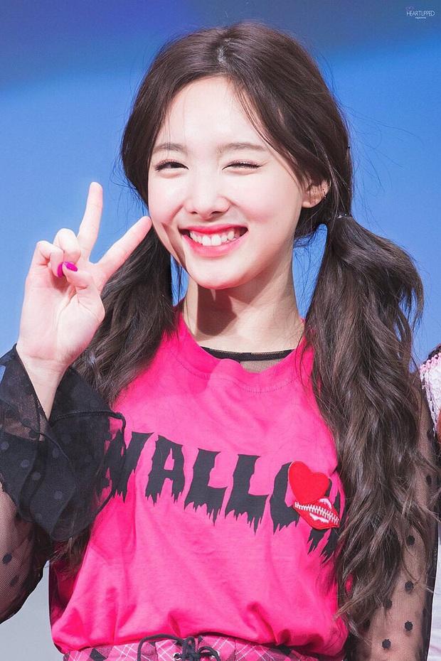 """Không phải BTS hay Red Velvet, """"center quốc dân"""" Kang Daniel và """"nữ thần thế hệ mới"""" Tzuyu (TWICE) mới là idol mà các fan Kpop ao ước được tặng socola vào ngày Valentine - Ảnh 10."""