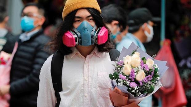 Valentine giữa dịch virus corona: Hàng triệu cặp đôi bật chế độ yêu xa, chùm hoa khẩu trang trở thành món quà trendy hàng đầu - Ảnh 9.