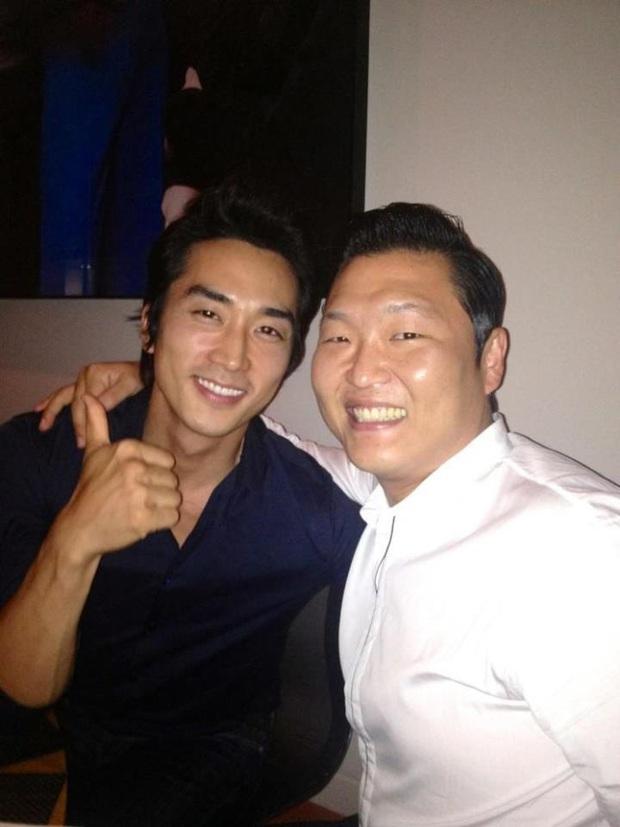 Bức ảnh quyền lực nhất ngày: Psy chung 1 khung hình với Bi Rain và tài tử Song Seung Hun, phản ứng của netizen gây bất ngờ - Ảnh 4.