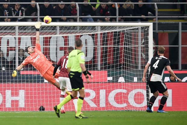 Ronaldo lập công phút bù giờ, cứu Juventus thoát khỏi trận thua trước AC Milan ở bán kết lượt đi Cúp Quốc gia Ý - Ảnh 2.