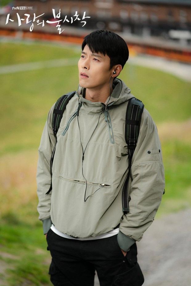 Anh quân nhân Hyun Bin: Tủ đồ hiệu chẳng kém người tình, bất ngờ nhất là chiếc sơ mi chỉ vài trăm khiến hội chị em loạn nhịp - Ảnh 2.