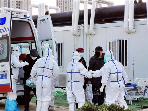 Trung Quốc điều chỉnh số ca tử vong liên quan COVID-19 do thống kê trùng lặp - Ảnh 1.