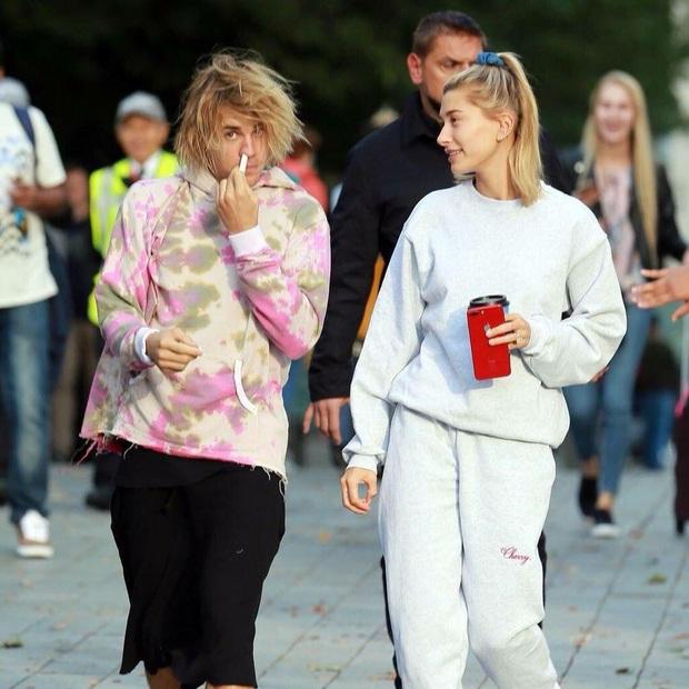 Đồng điệu tâm hồn nhưng style của vợ chồng Justin Bieber lại cực lạc quẻ: Vợ luôn long lanh chỉn chu, chồng lại bô nhếch như ông chú nhà bên - Ảnh 4.