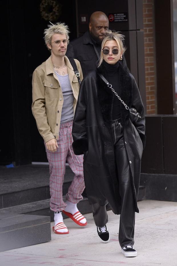 Đồng điệu tâm hồn nhưng style của vợ chồng Justin Bieber lại cực lạc quẻ: Vợ luôn long lanh chỉn chu, chồng lại bô nhếch như ông chú nhà bên - Ảnh 2.