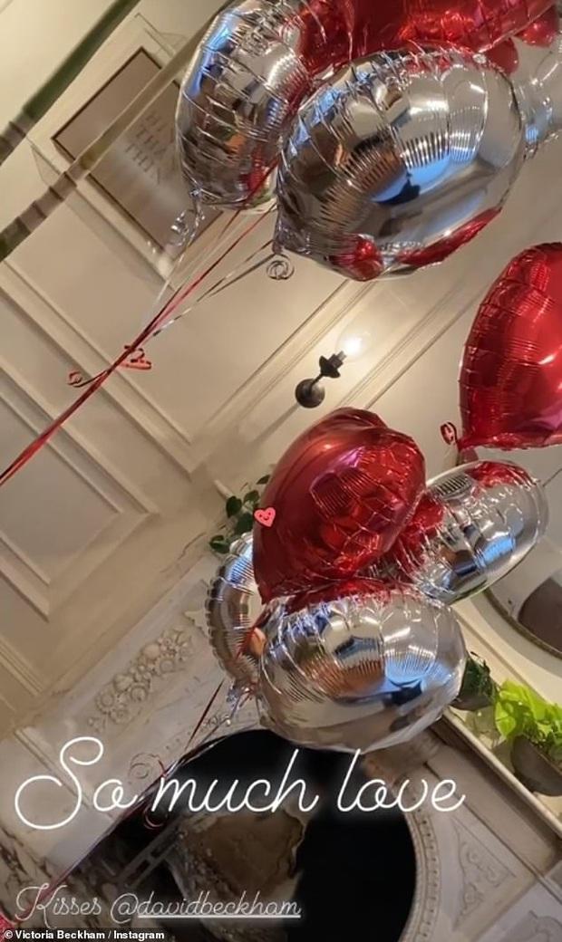 Valentine nhà Beck: David khoe ảnh cũ siêu ngọt bên vợ, cô con gái Harper xăm xắn chuẩn bị bóng bay và hoa tươi - Ảnh 2.