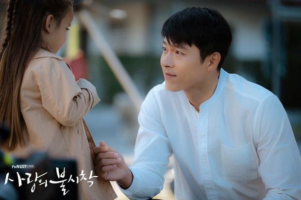 Anh quân nhân Hyun Bin: Tủ đồ hiệu chẳng kém người tình, bất ngờ nhất là chiếc sơ mi chỉ vài trăm khiến hội chị em loạn nhịp - Ảnh 4.