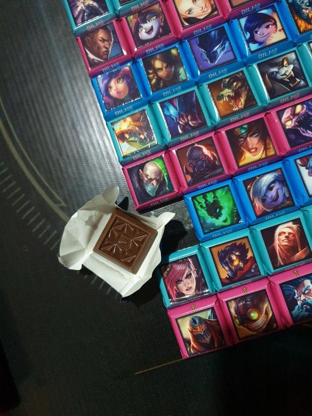 Game thủ số hưởng nhất năm - Được người yêu tặng hẳn client LMHT bằng chocolate dịp Valentine - Ảnh 4.
