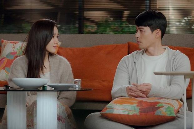 Anh quân nhân Hyun Bin: Tủ đồ hiệu chẳng kém người tình, bất ngờ nhất là chiếc sơ mi chỉ vài trăm khiến hội chị em loạn nhịp - Ảnh 6.