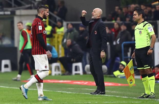 Ronaldo lập công phút bù giờ, cứu Juventus thoát khỏi trận thua trước AC Milan ở bán kết lượt đi Cúp Quốc gia Ý - Ảnh 7.