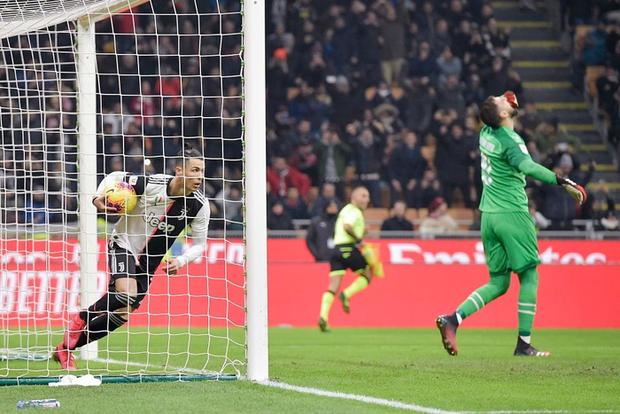 Ronaldo lập công phút bù giờ, cứu Juventus thoát khỏi trận thua trước AC Milan ở bán kết lượt đi Cúp Quốc gia Ý - Ảnh 8.