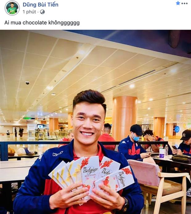 Quang Hải miệt mài tập gym, Bùi Tiến Dũng bán socola dạo trong ngày valentine: Toàn cực phẩm mà lại FA thế này - Ảnh 1.