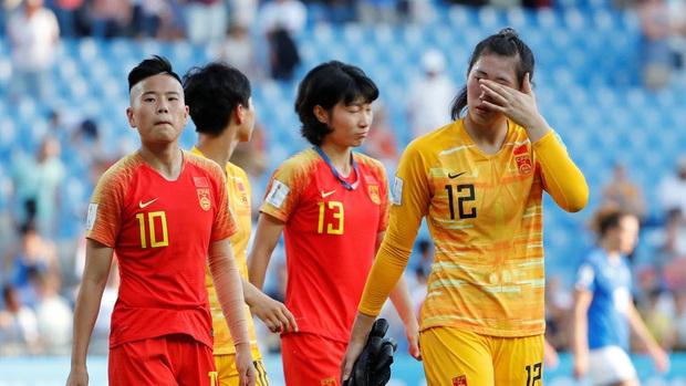 Báo Trung Quốc: Đội tuyển nữ bị cách ly tại khách sạn, không có bóng để tập luyện, học chiến thuật qua... nhóm WeChat - Ảnh 1.