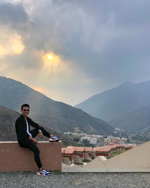 Sửng sốt trước đoạn video ngồi pha trà giữa biển mây đang gây bão mạng xã hội nước ngoài, hoá ra là điểm đến nổi tiếng nhất Ả Rập - Ảnh 9.