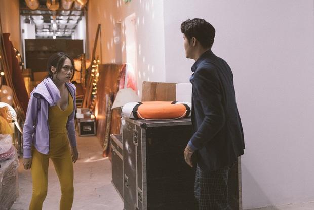 Hương Giang tái sử dụng bộ jumpsuit gợi cảm từng thi Vietnam Idol để đi... đánh nhau trong phim mới? - Ảnh 7.
