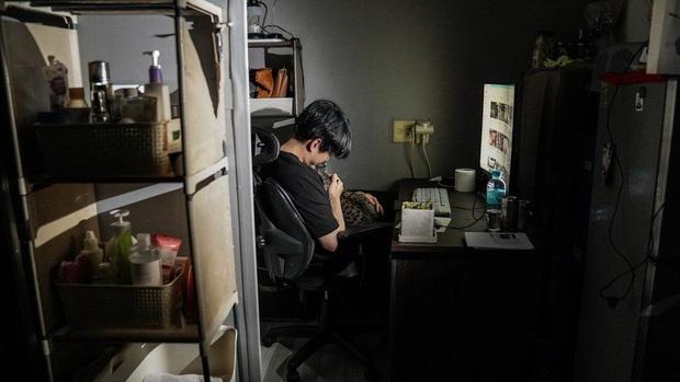 Nhà bán ngầm ở Seoul: Nơi người trẻ khom lưng mà sống, 'mùi của cái nghèo' rõ nhất vào hè nhưng họ vẫn từ chối biến thành 'ký sinh trùng' - Ảnh 7.