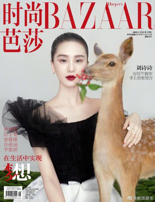 Lưu Thi Thi và bộ ảnh tạp chí đầu tiên sau sinh quý tử: Chẳng ai tin đây là bà mẹ bỉm sữa bởi sắc vóc quá nuột  - Ảnh 1.