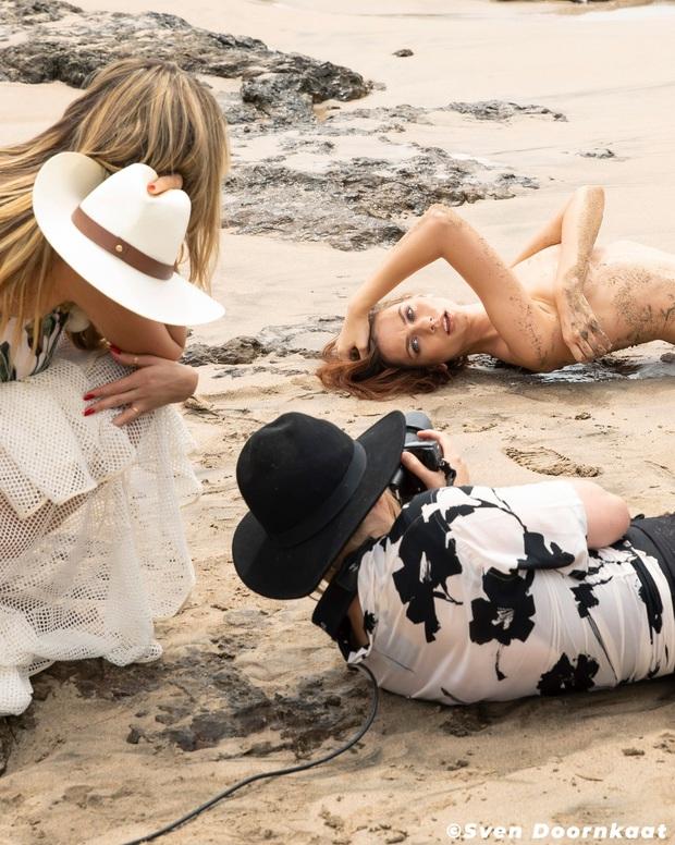 Germanys Next Top Model chơi lớn đầu năm khi cho thí sinh cởi tuốt tuồn tuột chụp hình - Ảnh 1.