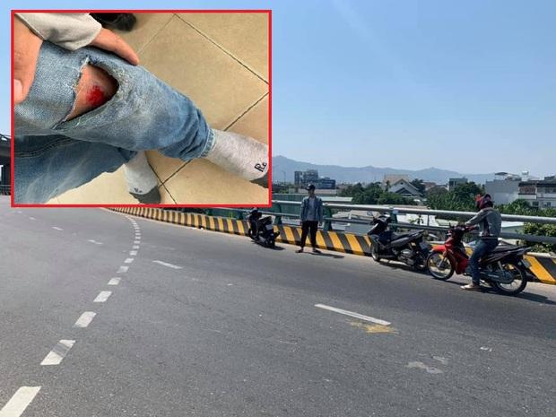 Dầu tràn xuống đường khiến hàng chục xe máy gặp nạn trên cầu vượt Ngã Ba Huế - Ảnh 2.