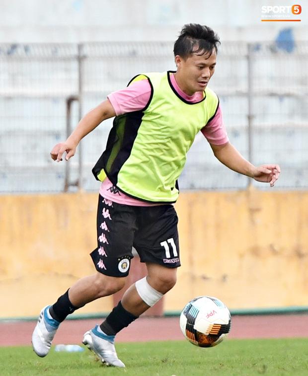 Quang Hải độc diễn, ông bố trẻ Hùng Dũng tập thêm hùng hục sau khi đã cày trọn vẹn buổi đá tập của Hà Nội FC  - Ảnh 8.