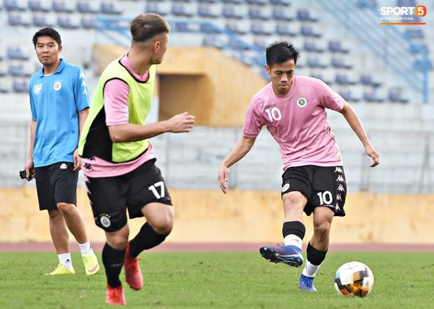 Quang Hải độc diễn, ông bố trẻ Hùng Dũng tập thêm hùng hục sau khi đã cày trọn vẹn buổi đá tập của Hà Nội FC  - Ảnh 1.