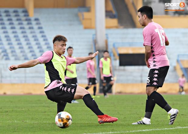 Quang Hải độc diễn, ông bố trẻ Hùng Dũng tập thêm hùng hục sau khi đã cày trọn vẹn buổi đá tập của Hà Nội FC  - Ảnh 7.