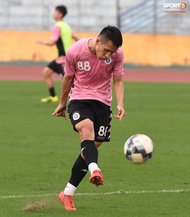 Quang Hải độc diễn, ông bố trẻ Hùng Dũng tập thêm hùng hục sau khi đã cày trọn vẹn buổi đá tập của Hà Nội FC  - Ảnh 5.
