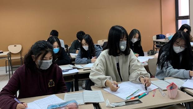 Bộ GD-ĐT: Các trường đã tổ chức học trực tuyến vẫn phải có phương án dạy bù lại - Ảnh 1.