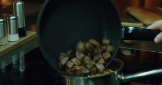 """Sau Oscar, dân mạng thế giới """"phát cuồng"""" với món mì bò trộn trong phim Parasite, cách làm đặc biệt khiến ai cũng muốn thử - Ảnh 6."""