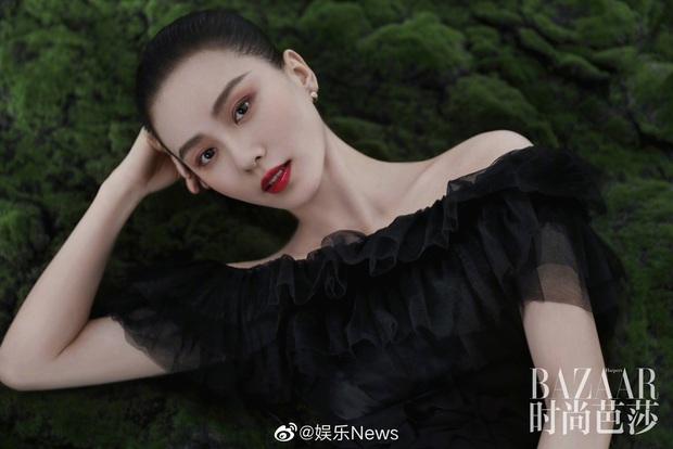 Lưu Thi Thi và bộ ảnh tạp chí đầu tiên sau sinh quý tử: Chẳng ai tin đây là bà mẹ bỉm sữa bởi sắc vóc quá nuột  - Ảnh 8.