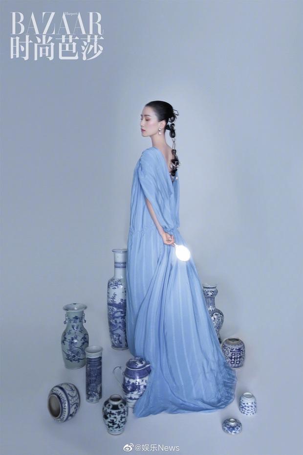 Lưu Thi Thi và bộ ảnh tạp chí đầu tiên sau sinh quý tử: Chẳng ai tin đây là bà mẹ bỉm sữa bởi sắc vóc quá nuột  - Ảnh 9.