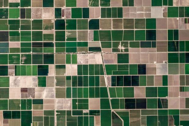 10 ảnh vệ tinh đẹp nao lòng từ Google Earth: Sự sắp đặt thần kỳ của tạo hóa xứng tầm tác phẩm triệu đô - Ảnh 1.