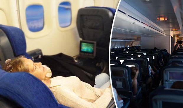 Nữ hành khách bị đấm liên tục vào lưng ghế trên máy bay, tiếp viên lại bênh vực kẻ ngồi sau và tranh cãi kịch liệt của cư dân mạng: Ai đúng, ai sai? - Ảnh 3.