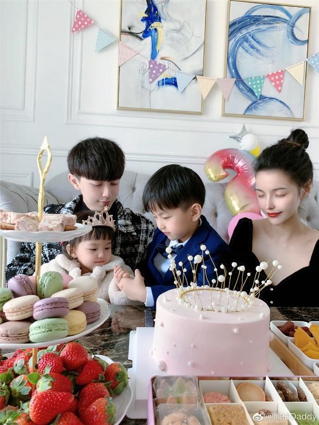 Sau 4 năm, gia đình hot nhất MXH Trung Quốc một lần nữa khiến dân tình cảm thán: Sao ai cũng đẹp quá vậy! - Ảnh 8.