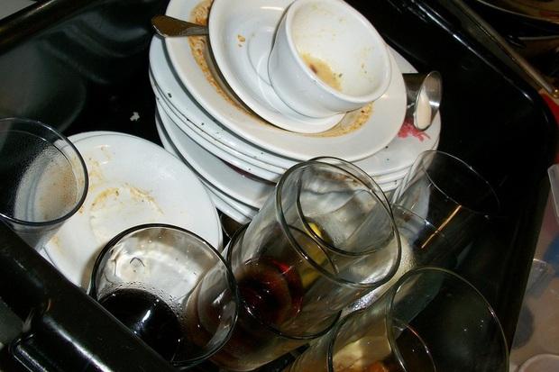Nói chuyện điện thoại quá to, để bát đĩa bẩn không chịu rửa...những lý do sau sẽ biến mọi thói quen xấu lại trở nên cực kỳ thuyết phục - Ảnh 1.