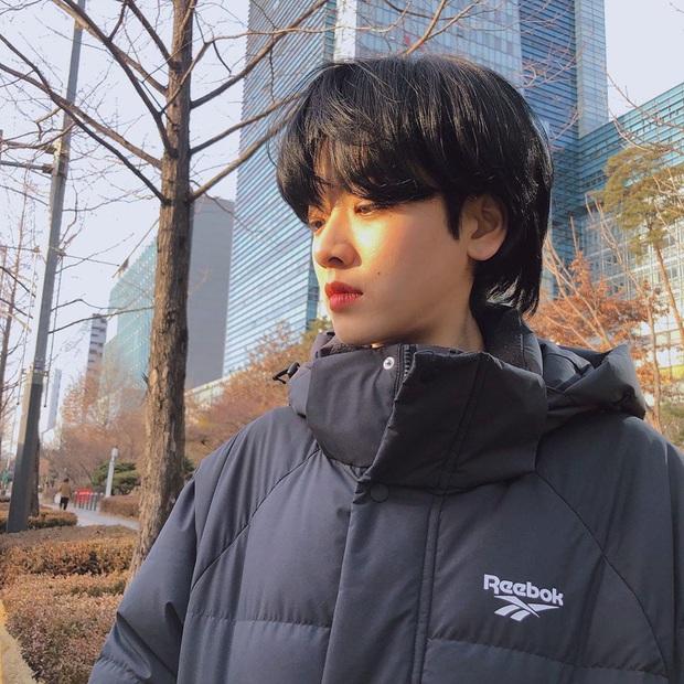 Cô nàng chuyển giới siêu hot của Itaewon Class: Nhan sắc lạ, lột xác nhờ tóc dài và màn hôn môi đồng tính gây sốc - Ảnh 13.