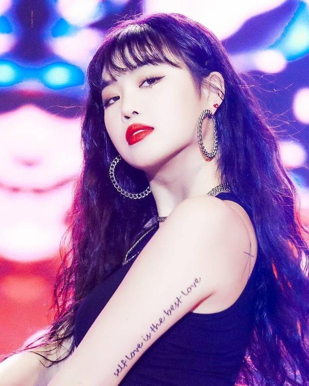 """Màn dậy thì gây sốc của mỹ nhân (G)I-DLE được gọi là """"HyunA phiên bản mới"""": Ảnh tốt nghiệp sao quá khác bây giờ - Ảnh 5."""
