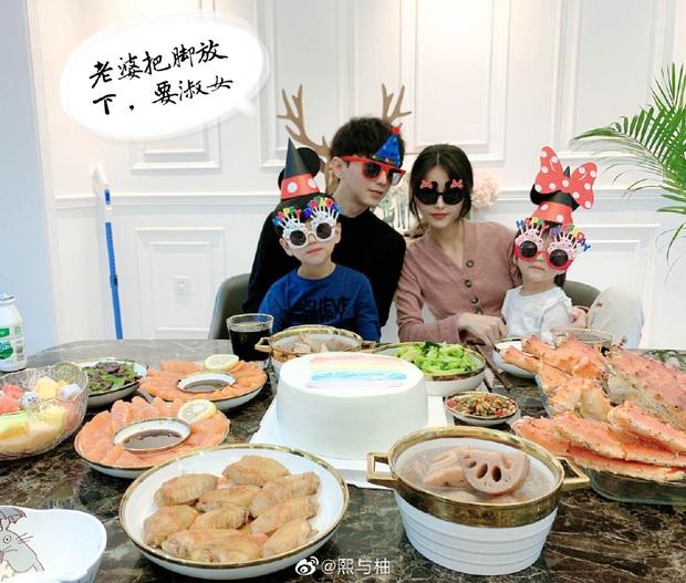 Sau 4 năm, gia đình hot nhất MXH Trung Quốc một lần nữa khiến dân tình cảm thán: Sao ai cũng đẹp quá vậy! - Ảnh 3.
