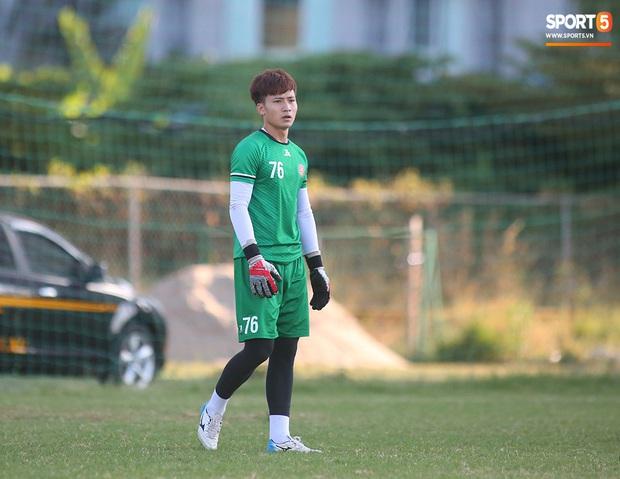 Hội chị em không thể bỏ qua nét điển trai như nam thần của thủ môn trẻ Dương Tùng Lâm - tân binh của CLB Sài Gòn FC - Ảnh 1.