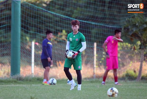 Hội chị em không thể bỏ qua nét điển trai như nam thần của thủ môn trẻ Dương Tùng Lâm - tân binh của CLB Sài Gòn FC - Ảnh 2.