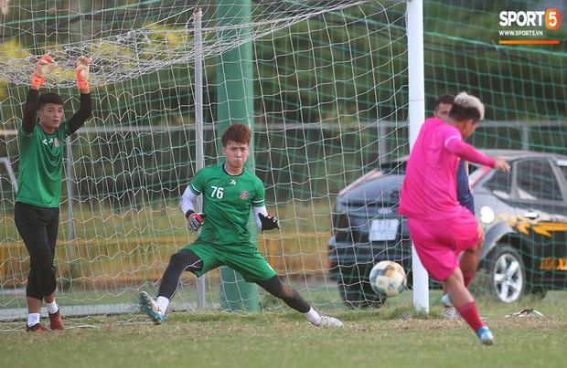 Hội chị em không thể bỏ qua nét điển trai như nam thần của thủ môn trẻ Dương Tùng Lâm - tân binh của CLB Sài Gòn FC - Ảnh 6.